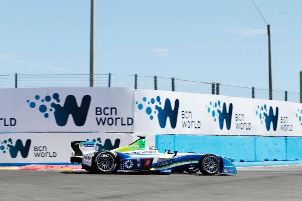 2014 FIA Formula E Championship. Punta del Este ePrix, Uruguay. Jarno Trulli (ITA)/Trulli Racing - Spark-Renault SRT_01E. Photo: Zak Mauger/LAT/FE ref: Digital Image _L0U9808