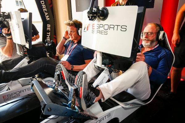 Yas Marina Circuit, Abu Dhabi, United Arab Emirates. Sunday 26 November 2017. Gordon Ramsay and Liam Cunningham try the E-Sports simulators. World Copyright: Andy Hone/LAT Images  ref: Digital Image _ONZ1112