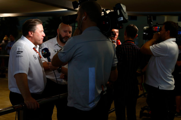 Yas Marina Circuit, Abu Dhabi, United Arab Emirates. Friday 24 November 2017. Zak Brown, Executive Director, McLaren Technology Group, talks to the media. World Copyright: Steven Tee/LAT Images  ref: Digital Image _R3I2525
