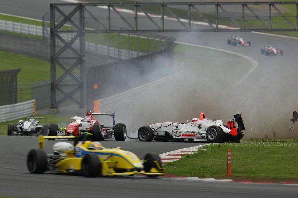 2010 Japanese Formula Three Championship Round 5 & 6 - Fuji Speedway.  12th - 13th June 2010.  Rd.6 Kazuki Miura ( #7 HFDP RACING ) & Daiki Sasaki ( #22 TEAM NOVA ) racing accident. World Copyright: Yasushi Ishihara/LAT Photographic ref: Digital Image 2010JF3_R6_007