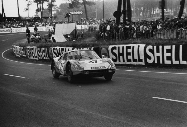 Le Mans, France. 19th - 20th June 1965.Robert Buchet/Ben Pon (Porsche 904 GTS), retired, action. World Copyright: LAT Photographic.Ref:  1064 - 5-5A.