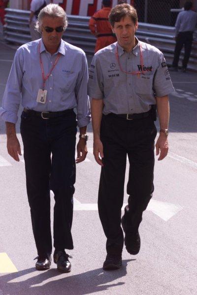 2000 Monaco Grand Prix.Monte Carlo, Monaco.1-4 June 2000.Benetton Managing Director Flavio Briatore with Ilmor Engineering Technical Director Mario Illien.World Copyright - LAT Photographic