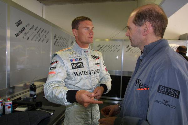 2001 San Marino Grand Prix.Imola, Italy. 13-15 April 2001.David Coulthard (McLaren Mercedes) talks with McLaren Technical Director Adrian Newey.World Copyright - LAT Photographicref: 8 9 MB Digital