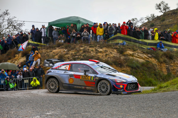 Dani Sordo, Hyundai Motorsport, Hyundai i20 Coupe WRC 2018, slipped back on the final stages of Saturday afternoon.