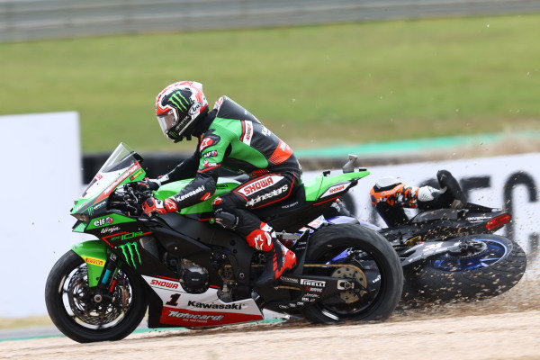 Crash of Jonathan Rea, Kawasaki Racing Team WorldSBK, Garrett Gerloff, GRT Yamaha WorldSBK Team.