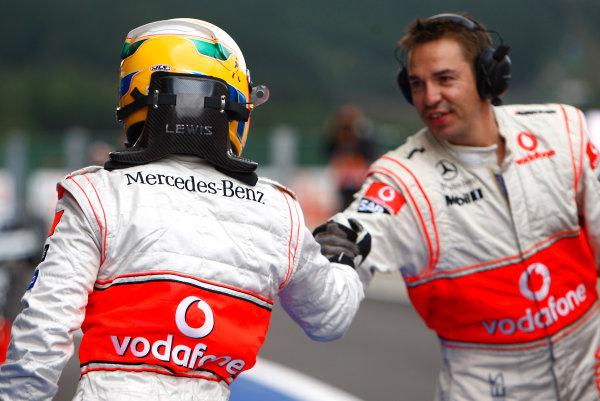 Spa Francorchamps, Spa, Belgium. 6th September 2008. Lewis Hamilton, McLaren MP4-23 Mercedes congratulates one of his mechanics in Parc Ferme. World Copyright: Andrew Ferraro/LAT Photographic ref: Digital Image _H0Y5749