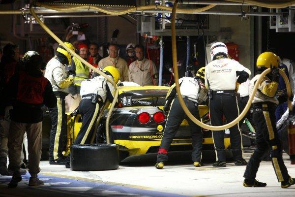 Olivier Beretta (MON) / Tommy Milner (USA) / Antonio Garcia (AND), Corvette Racing Chevrolet Corvette C6 ZR1 make a pit stop. Le Mans 24 Hours, La Sarthe, Le Mans, France, 11-12 June 2011.