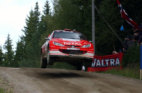Richard Burns (GBR) gets airborne in his Peugeot 206 WRC.FIA World Rally Championship, Rd9, Neste Rally Finland, Jyvaskyla, Finland, Day 3, 10 August 2003.DIGITAL IMAGE