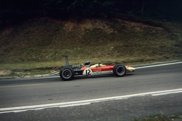Rouen-les-Essarts, France. 7 July 1968. Graham Hill (Lotus 49B-Ford), retired, action. World Copyright: LAT Photographic. Ref: 68FRA23.