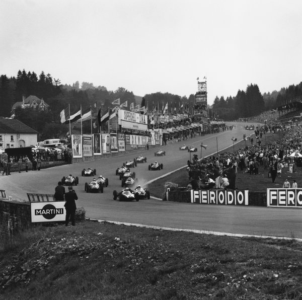 Spa-Francorchamps, Belgium. 19th June 1960.Jack Brabham (Cooper T53-Climax), 1st position, leads through Eau Rouge at the start, action. World Copyright: LAT Photographic.Ref:  6646