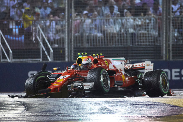 Marina Bay Circuit, Marina Bay, Singapore. Sunday 17 September 2017. Max Verstappen, Red Bull Racing RB13 TAG Heuer, and Kimi Raikkonen, Ferrari SF70H, crash out at the start. World Copyright: Steve Etherington/LAT Images  ref: Digital Image SNE18972