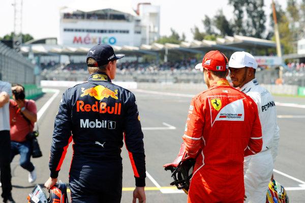 Autodromo Hermanos Rodriguez, Mexico City, Mexico. Saturday 28 October 2017. Pole winner Sebastian Vettel, Ferrari, talks to Max Verstappen, Red Bull Racing, and Lewis Hamilton, Mercedes AMG.  World Copyright: Steven Tee/LAT Images  ref: Digital Image _R3I5489