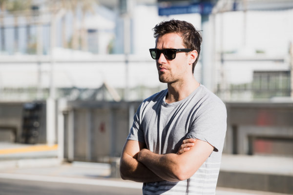 2017 GP3 Series Test 5. Yas Marina Circuit, Abu Dhabi, United Arab Emirates. Thursday 30 November 2017. Jolyon Palmer watches his brother, Will Palmer (GBR, Arden International).  Photo: Zak Mauger/GP3 Series Media Service. ref: Digital Image _O3I2283