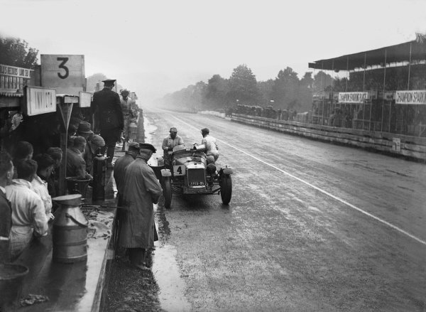 1931 Irish International Grand Prix. Phoenix Park, Dublin, Ireland. 5th - 6th June 1931. Maserati, pit stop action.  World Copyright: LAT Photographic.  Ref:  Autocar Glass Plate B6235.