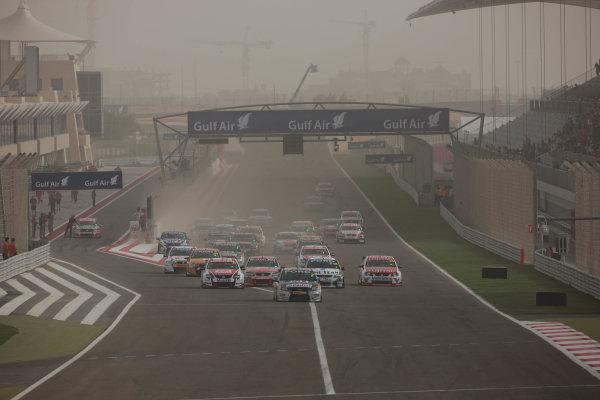 Round 2 - Gulf Air Desert 400Bahrain International Circuit, Sakhir, Bahrain.24th - 27th Febraury 2010.Race 4 action.World Copyright: Mark Horsburgh/LAT Photographicref: Digital Image Race4Action-EV02-10918
