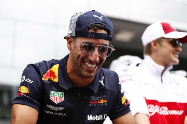 Daniel Ricciardo, Red Bull Racing, and Marcus Ericsson, Sauber, on the drivers' parade.