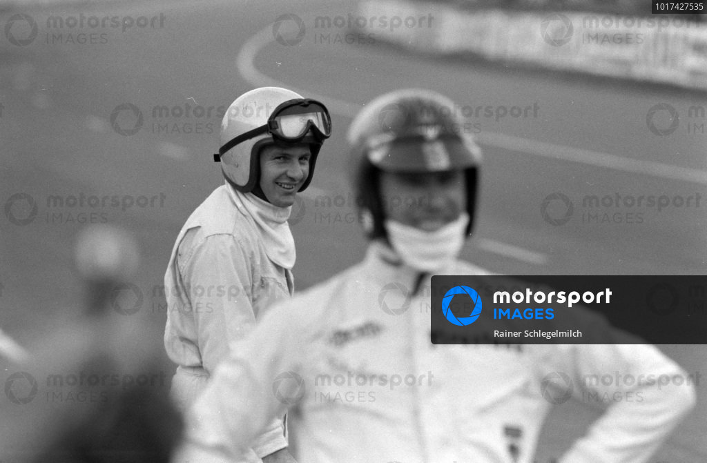 Bruce McLaren waits on the grid for the start.