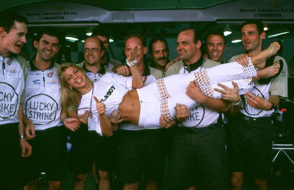 2000 Brazilian Grand Prix.Interlagos, Sao Paulo, Brazil.24-26 March 2000.The British American Racing team carry a guest. World Copyright - LAT Photographic