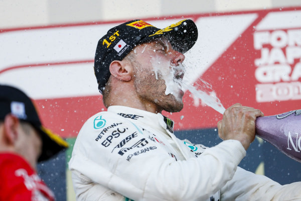 Race winner Valtteri Bottas, Mercedes AMG F1 celebrates on the podium with the champagne