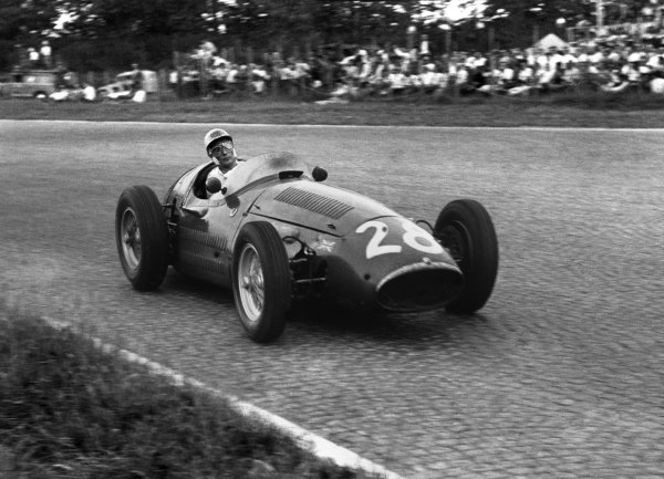 Monza, Italy. 5th September 1954.Stirling Moss (Maserati 250F), 10th position, action. World Copyright: LAT Photographic.Ref: 236 - 34