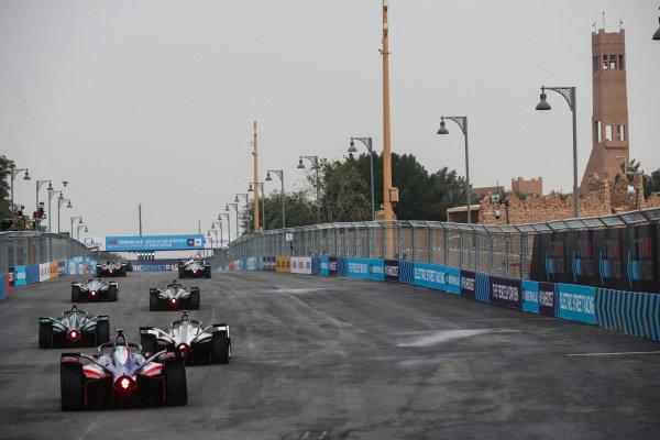 Nelson Piquet Jr. (BRA), Panasonic Jaguar Racing, Jaguar I-Type 3, leads Oliver Rowland (GBR), Nissan e.Dams, Nissan IMO1 and Felix Rosenqvist (SWE) Mahindra Racing, M5 Electro