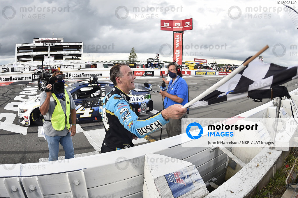 #4: Kevin Harvick, Stewart-Haas Racing, Ford Mustang Busch Head for the Mountains