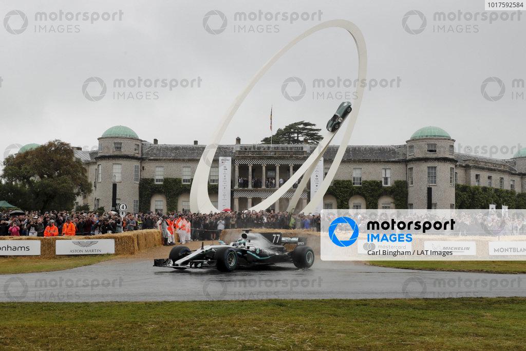 Valtteri Bottas, Mercedes-AMG F1 W10 EQ Power+ burnout