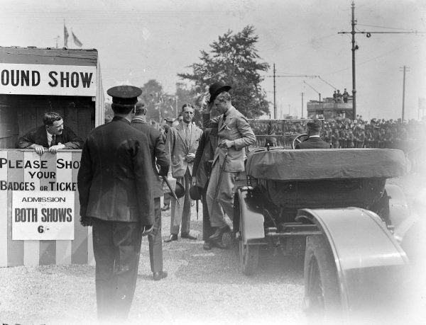 Prince Edward (later King Edward VIII) visits the 1924 Peterborough Hound Show in his Humber.