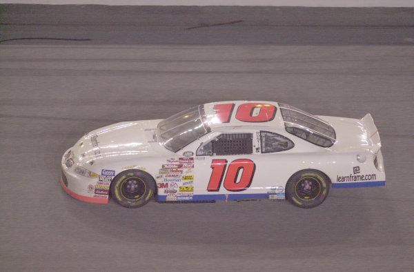 2000 NASCAR Winston Cup. Daytona International Speedway, Daytona Beach, FL, USA. 1st July 2000. Rd 17. unsponsored johnny benson takes the lead-Robt LeSieur 2000LAT PHOTOGRAPHIC
