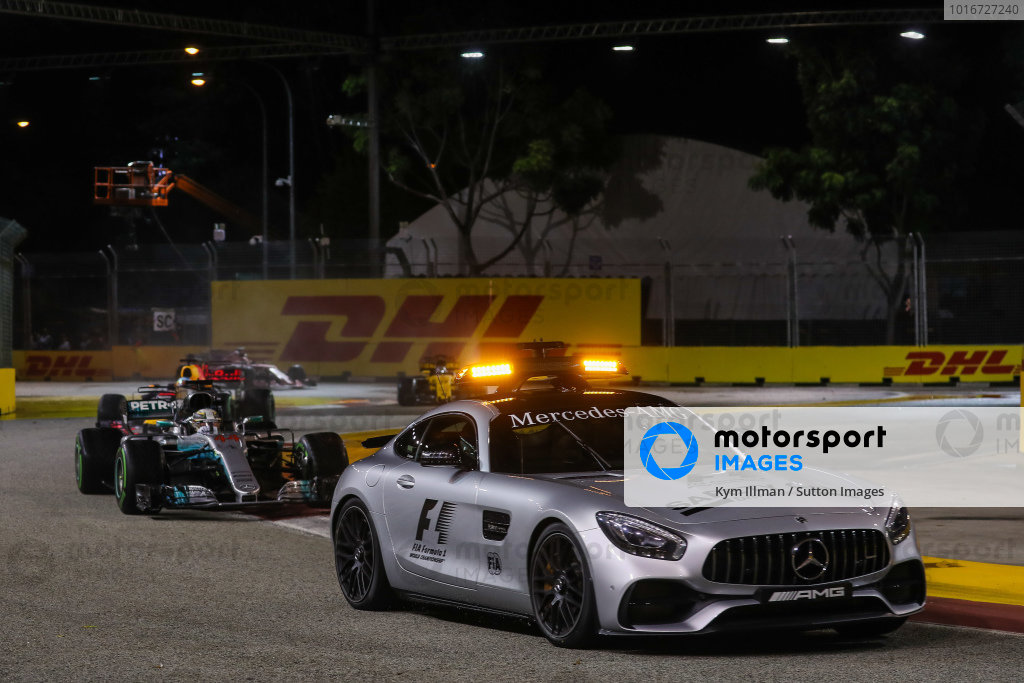 Safety Car leads Lewis Hamilton (GBR) Mercedes-Benz F1 W08 Hybrid at Formula One World Championship, Rd14, Singapore Grand Prix, Race, Marina Bay Street Circuit, Singapore, Sunday 17 September 2017.