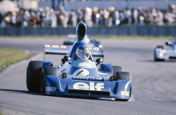 Patrick Tambay, Martini Mk19 Renault/Gordini, locks up a tyre.