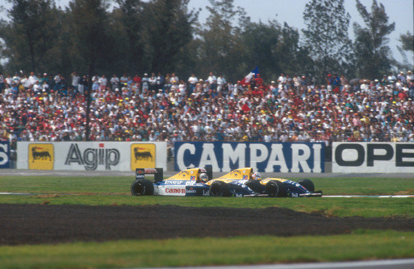 1991 Mexican Grand Prix.Mexico City, Mexico.14-16 June 1991.Nigel Mansell battles with teammate Riccardo Patrese (both Williams FW14 Renault's). They finished in 2nd and 1st positions respectivelyRef-91 MEX 10.World Copyright - LAT Photographic