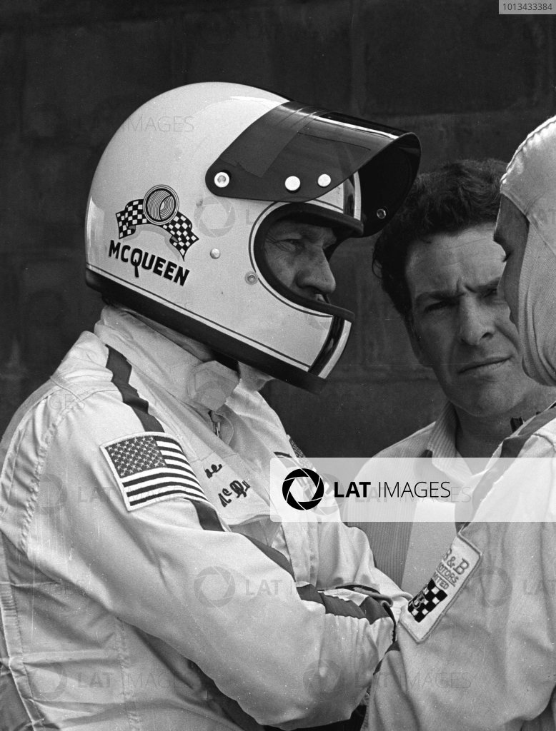 Sebring, Florida, USA. 21 March 1970. Steve McQueen (left) talks to Pete Revson. They finished in 2nd position in a Porsche 908/2. World - LAT Photographic