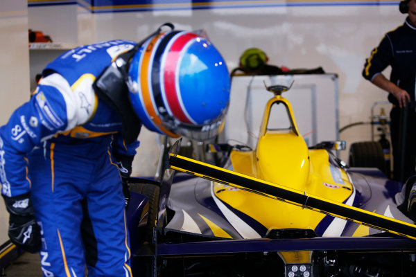 FIA Formula E Championship 2015/16. Beijing ePrix, Beijing, China. Nicolas Prost (FRA), Renault e.Dams Z.E.15, returns to the pit lane with a collapsed rear wing Race Beijing, China, Asia. Saturday 24 October 2015 Photo: Sam Bloxham / LAT / FE ref: Digital Image _SBL7810