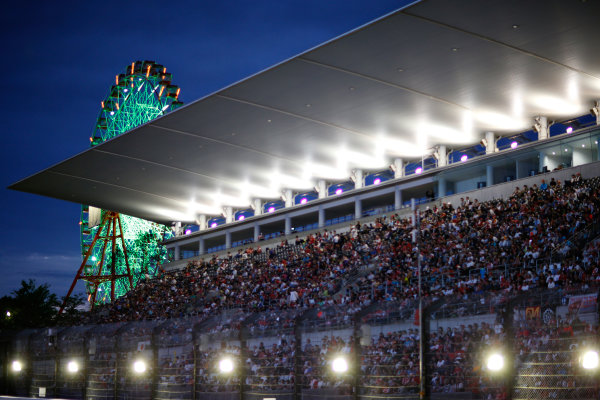 Suzuka Circuit, Suzuka, Japan.  Saturday 26 September 2015. Fans in the grandstands as the light fades. World Copyright: Alastair Staley/LAT Photographic ref: Digital Image _R6T1722