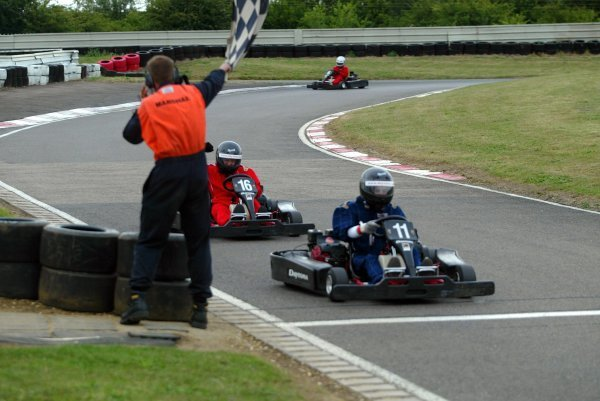 Eleventh placed Will Buxton (GBR) F1 Magazine takes the chequered flag ahead of ecstatic race winner James Moy (GBR) Sutton Motorsport Images. 