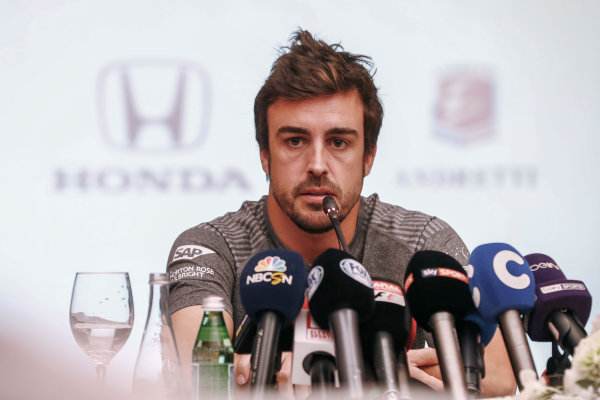 Bahrain International Circuit, Sakhir, Bahrain.  Wednesday 12 April 2017. Fernando Alonso announces his deal to race in the 2017 Indianapolis 500 in an Andretti Autosport run McLaren Honda car. World Copyright: Glenn Dunbar/LAT Images ref: Digital Image _31I6921