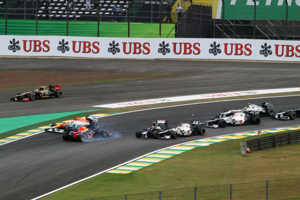 Bruno Senna (BRA) Williams FW34, Sebastian Vettel (GER) Red Bull Racing RB8 and Sergio Perez (MEX) Sauber C31 collide at the start of the race. Formula One World Championship, Rd20 Brazilian Grand Prix, Race, Sao Paulo, Brazil, 25 November 2012.