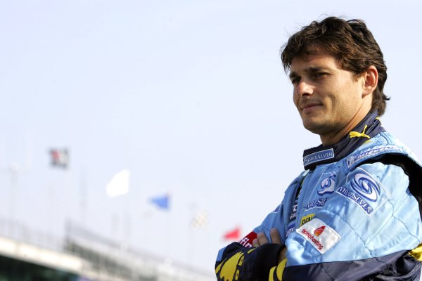 2006 USA Grand Prix - Friday Practice Indianapolis, Indiana, USA. 29th June - 2nd July. Giancarlo Fisichella, Renault R26, portrait. World Copyright: Charles Coates/LAT Photographic ref: Digital Image MB5C8370