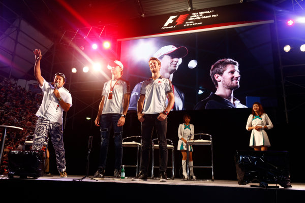 Suzuka Circuit, Japan. Saturday 08 October 2016. Romain Grosjean, Haas F1, and Esteban Gutierrez, Haas F1, attend a fan event. World Copyright: Andy Hone/LAT Photographic ref: Digital Image _ONZ4832