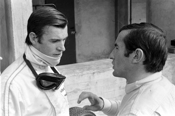 Chris Irwin (GBR) BRM P83 (left) talking with Jackie Stewart (GBR) BRM P115. 