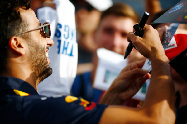 Hungaroring, Budapest, Hungary.  Thursday 27 July 2017. Daniel Ricciardo, Red Bull Racing, signs autographs for fans. World Copyright: Andy Hone/LAT Images  ref: Digital Image _ONZ7968