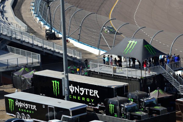 Monster Energy NASCAR Cup Series Can-Am 500 Phoenix Raceway, Avondale, AZ USA Sunday 12 November 2017 Monster Energy hospitality, Kurt Busch, Stewart-Haas Racing, Monster Energy/Haas Automation Ford Fusion World Copyright: Logan Whitton LAT Images