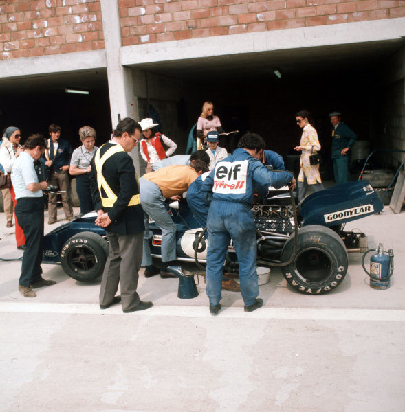 Nivelles-Baulers, Belgium.2-4 June 1972.Francois Cevert (Tyrrell 002 Ford) in the pits.Ref-3/5054E.World Copyright - LAT Photographic