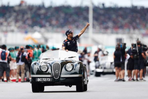 Sepang International Circuit, Sepang, Malaysia. Sunday 01 October 2017. Daniel Ricciardo, Red Bull Racing, waves from a Jaguar XK on the drivers' parade. World Copyright: Glenn Dunbar/LAT Images  ref: Digital Image _X4I2550