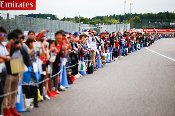 Suzuka Circuit, Japan. Thursday 05 October 2017. Fans queue on the track. World Copyright: Andy Hone/LAT Images  ref: Digital Image _ONZ0618