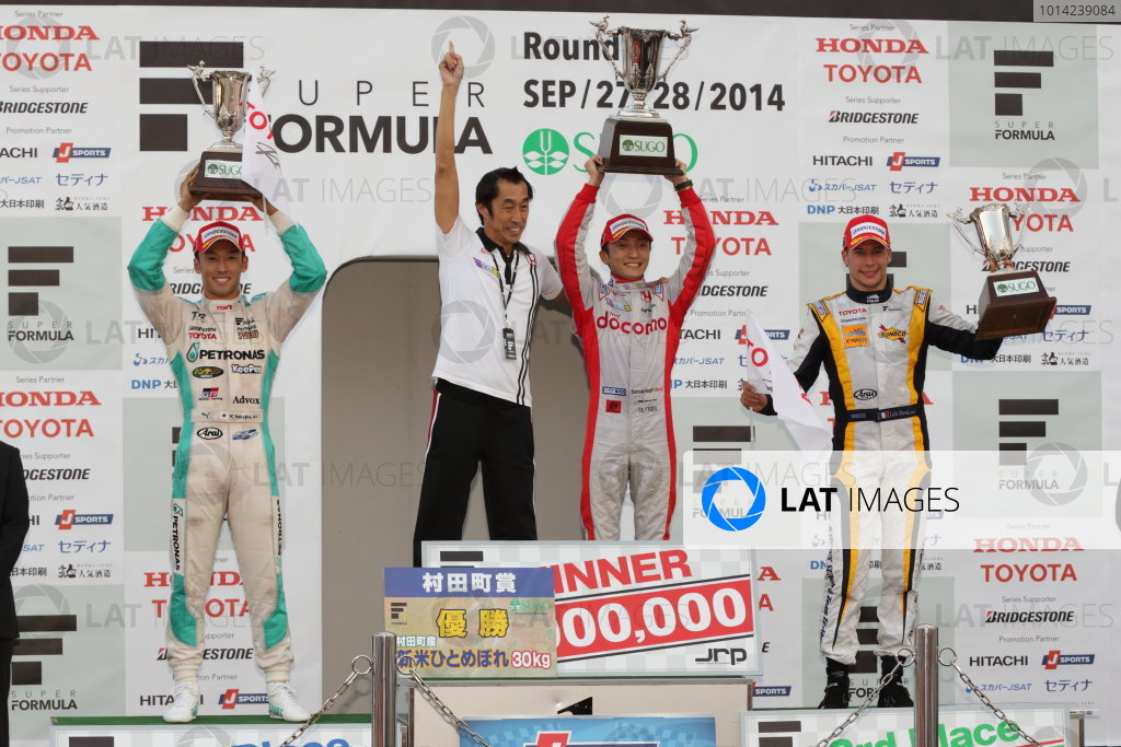 2014 Super Formula Series Sugo, Japan. 27th - 28th September 2014. Rd 6. Winner Tomoki Nojiri ( #40 PDOCOMO DANDELION SF14 ) 2nd position Kazuki Nakajima ( #37 TEAM TOM'S SF14 ) 3rd position Loic Duval ( #8 Team KYGNUS SUNOCO SF14 ) podium, portrait. World Copyright: Yasushi Ishihara / LAT Photographic. Ref:  2014SF_Rd6_005.JPG