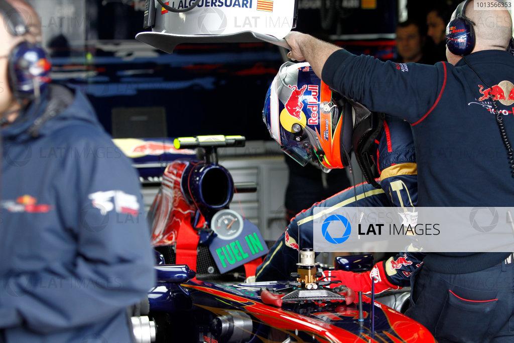 Albert Park, Melbourne, Australia 25th March 2011. Daniel Ricciardo, Toro Rosso STR6. Portrait. Helmets.  World Copyright: Andrew Ferraro/LAT Photographic ref: Digital Image _Q0C7248
