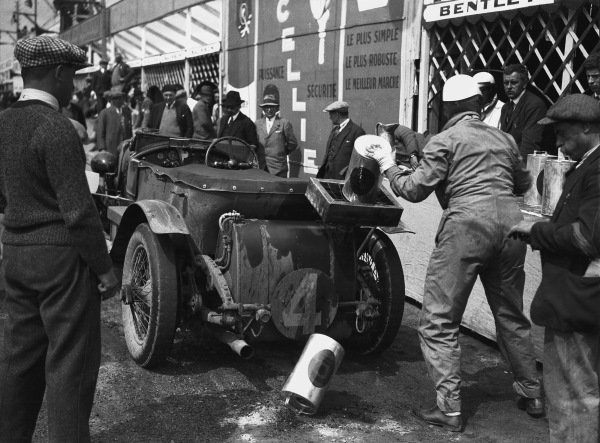 1928 Le Mans 24 hours. Le Mans, France. 16th - 17th June 1928. Woolf Barnato/Bernard Rubin (Bentley), 1st position, pit stop action.  World Copyright: LAT Photographic Ref: Autocar Glass Plate B45.