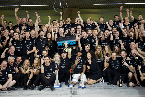 Yas Marina Circuit, Abu Dhabi, United Arab Emirates. Sunday 26 November 2017. Toto Wolff, Executive Director (Business), Mercedes AMG, Valtteri Bottas, Mercedes AMG, 1st Position, his wife Emelia, Lewis Hamilton, Mercedes AMG, 2nd Position, and the Mercedes team celebrate a great race result and another highly successful season. World Copyright: Steve Etherington/LAT Images  ref: Digital Image SNE13474